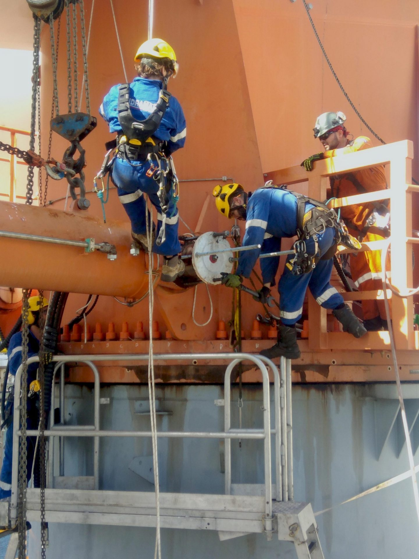 Rope Acces Hydraulic hoses installation
