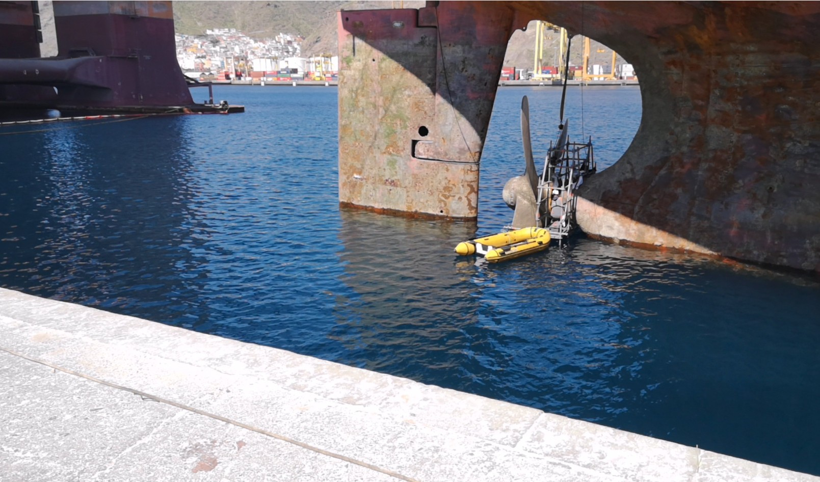 hidramar-group-ploutus-OEM-working-on-tail-shaft-seal